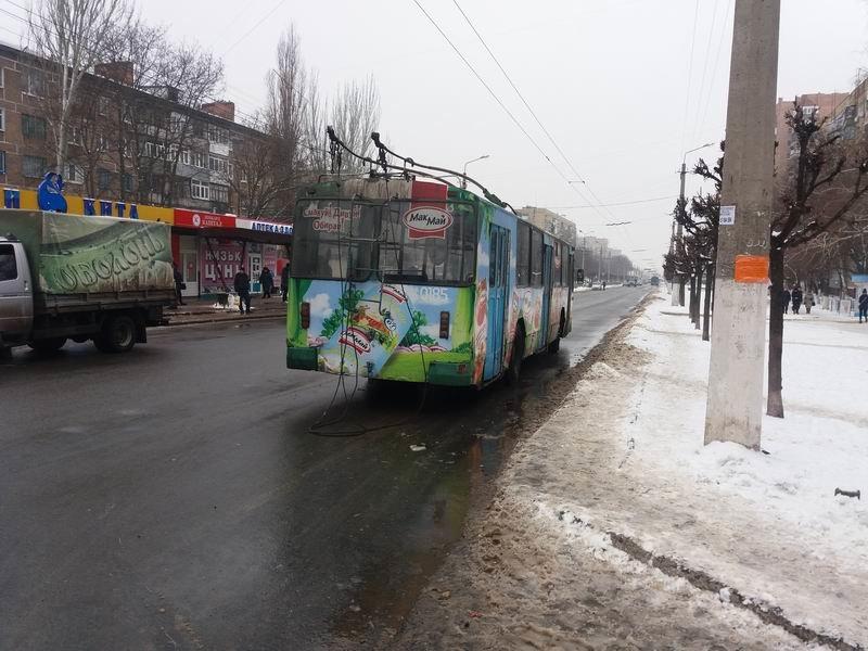 В Краматорске из троллейбуса выпала пенсионерка, фото-1