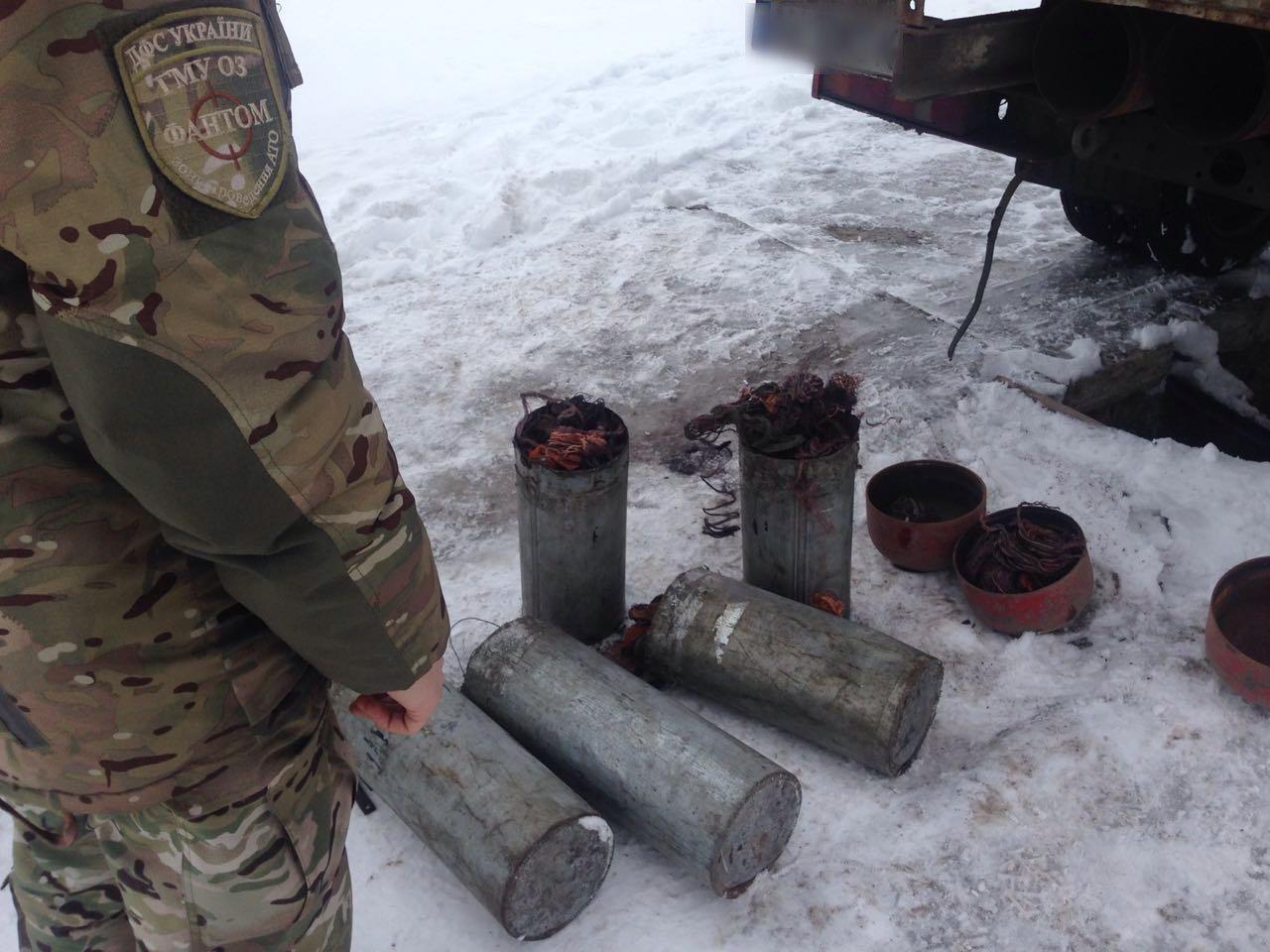 Из оккупированного Донбасса под кузовом автомобиля мужчина пытался вывезти лом меди, фото-1