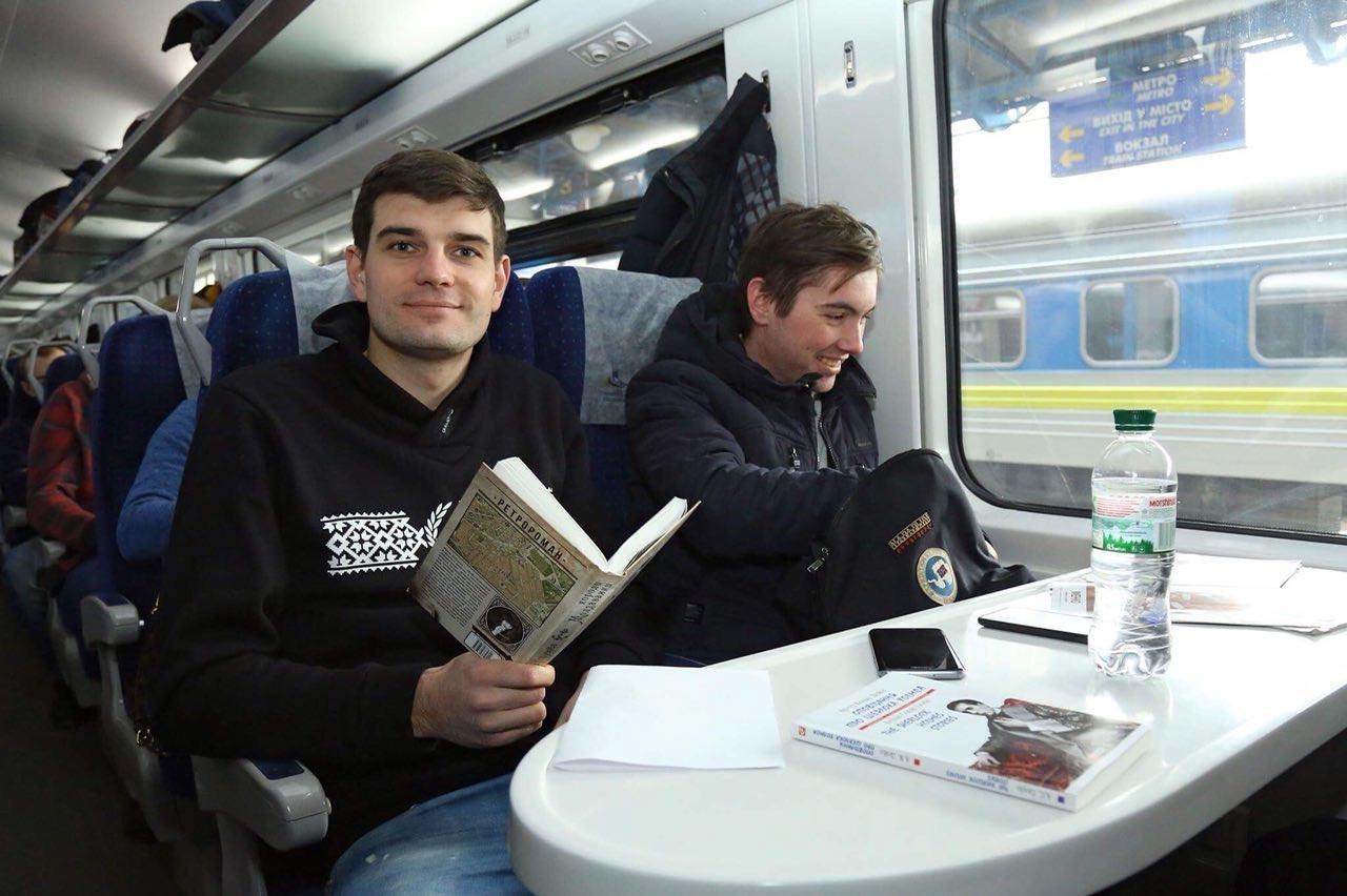 «Укрзализныця» начала торговать книгами в поездах, фото-1