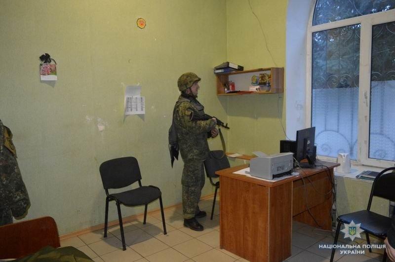 Правоохранители Краматорска отработали методику защиты админзданий, фото-2