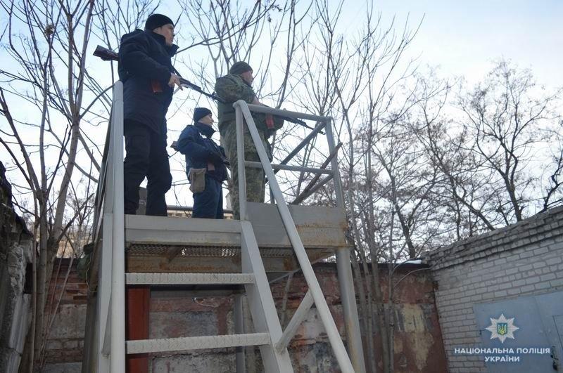 Правоохранители Краматорска отработали методику защиты админзданий, фото-3