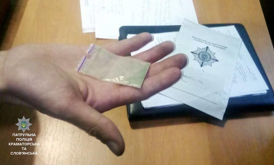 В Краматорске у 29-летнего жителя полицейские нашли пакетик с наркотиком, фото-1