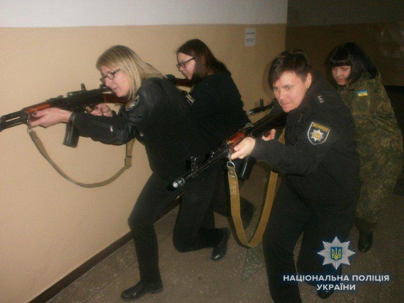 Полицейские Краматорска отработали активный поиск вооруженных преступников, фото-2