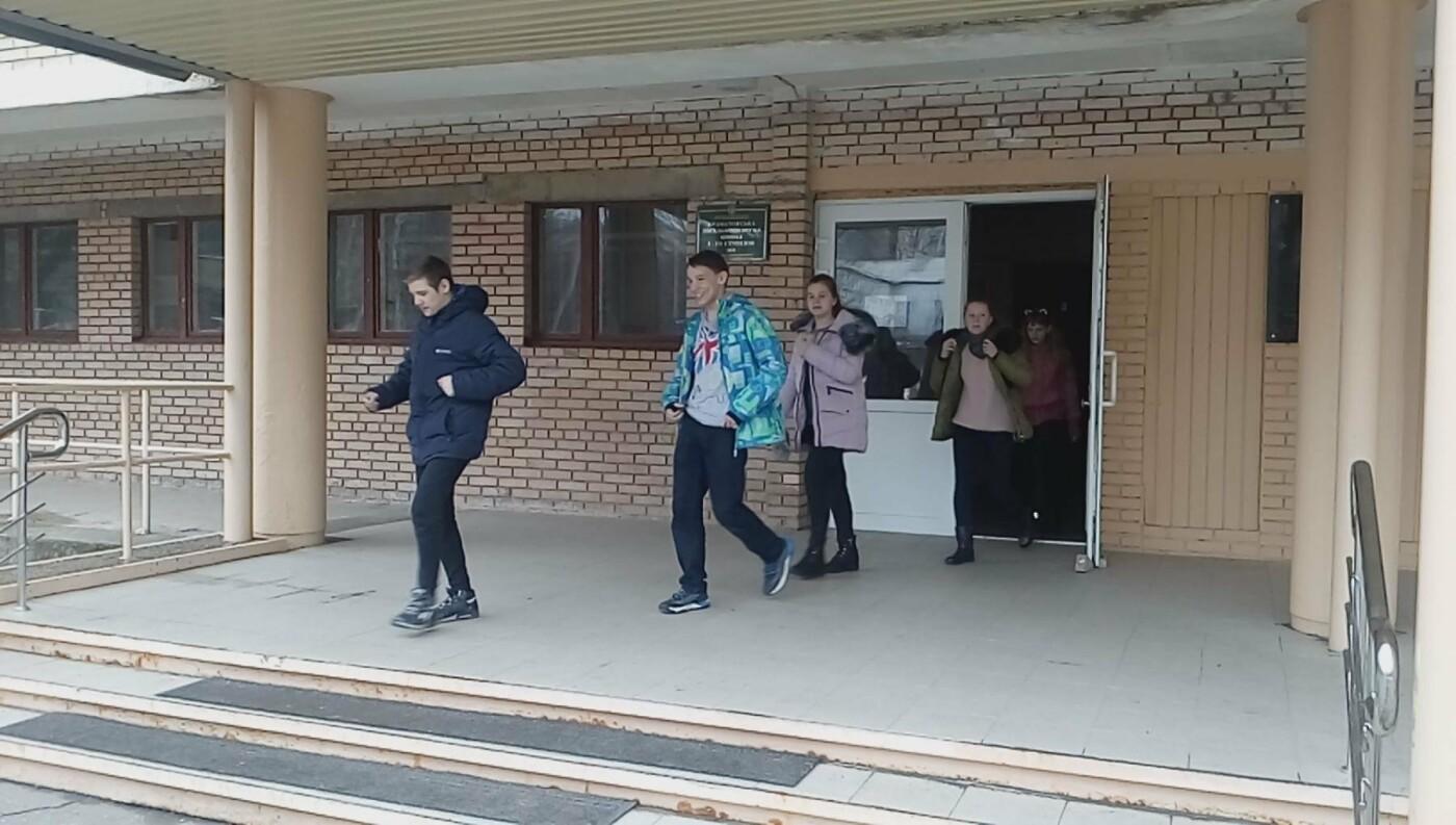 Краматорские спасатели провели тренировочные занятия по сигналу «Тревога» в ОШ №8, фото-1