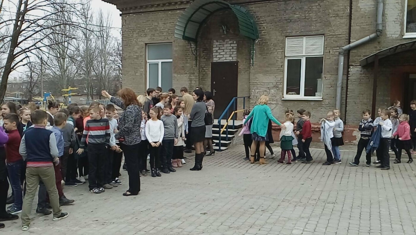 В Краматорске прошла учебно-тренировочная эвакуация в школе, фото-1