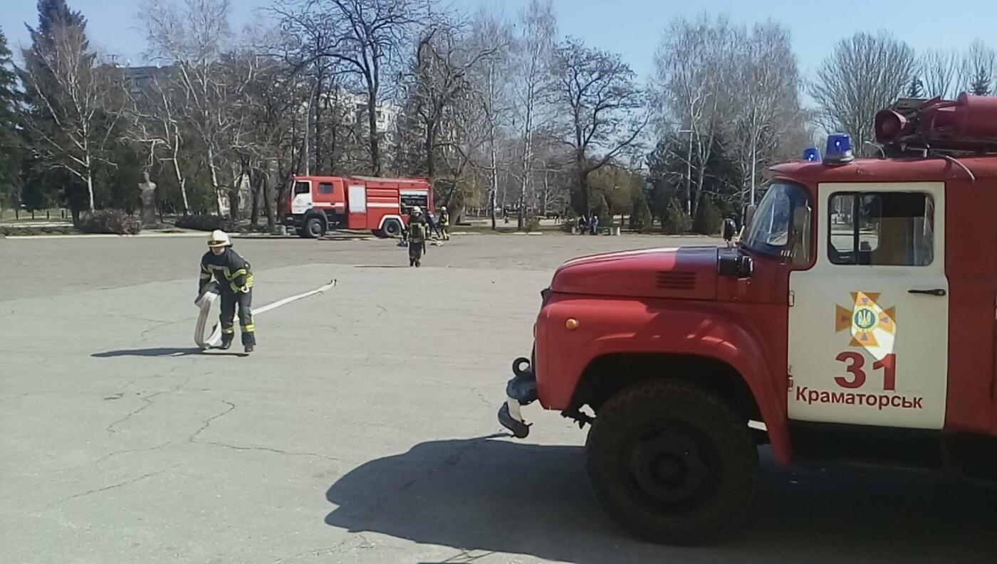 В Краматорске спасатели учили сотрудников ДК им. Быкова спасаться от пожаров, фото-1