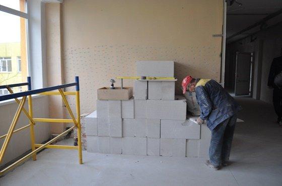 Городской голова проинспектировал выполнение ремонтных работ в Краматорской гимназии, фото-2