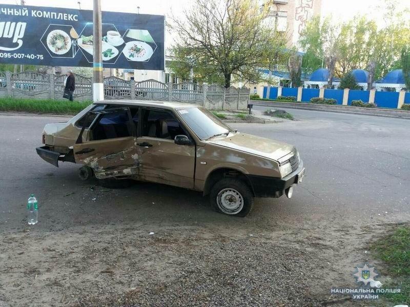В Краматорске на перекрестке столкнулись «Вольво» и ВАЗ , фото-2