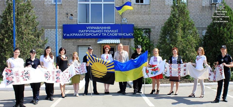 Патрульная полиция Краматорска и Славянска отметила День вышиванки , фото-1