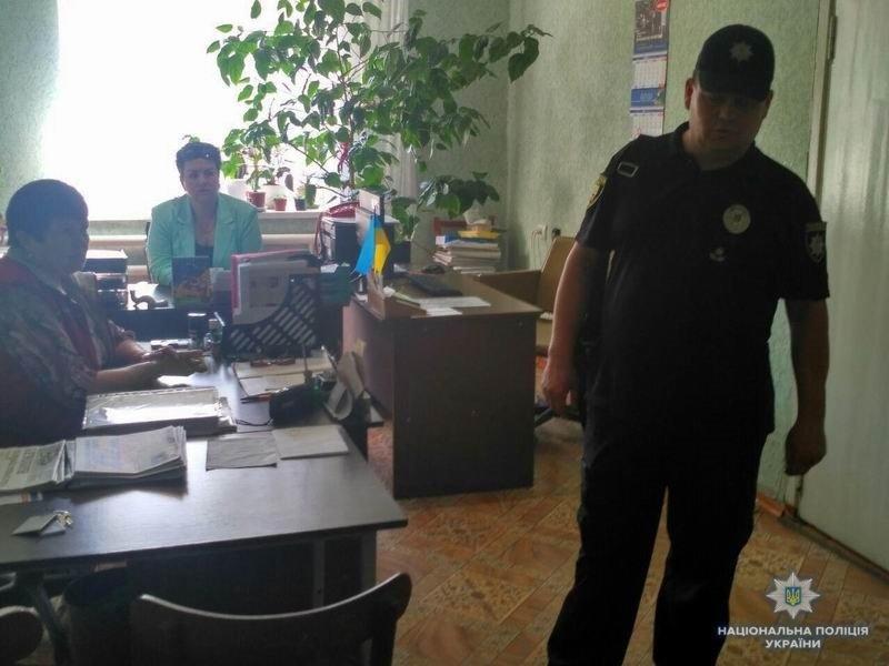 Участковый офицер краматорской полиции отчитался перед жителями микрорайона, фото-1