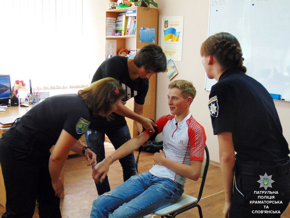 Патрульные учили молодежь Краматорска спасать жизни, фото-2
