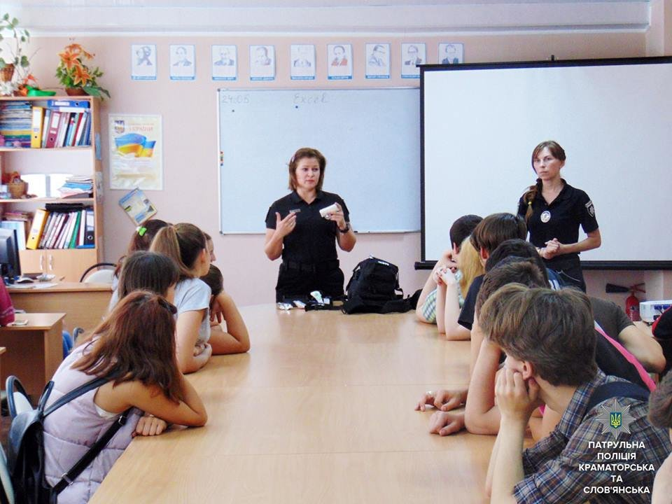 Патрульные учили молодежь Краматорска спасать жизни, фото-1