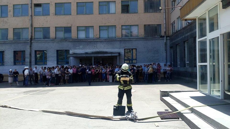 В Краматорске на базе СКМЗ имитировали пожар, фото-1