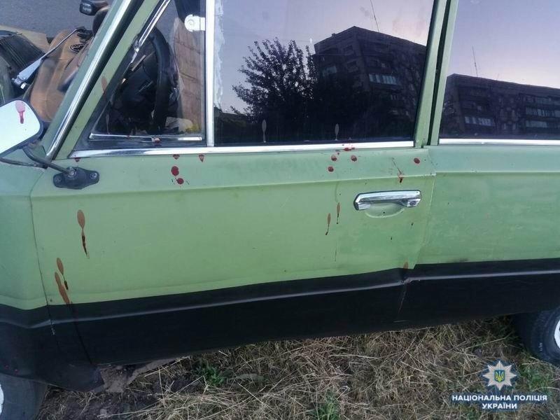 В Краматорске автомобиль врезался в опору электропередач, два человека пострадали, фото-2