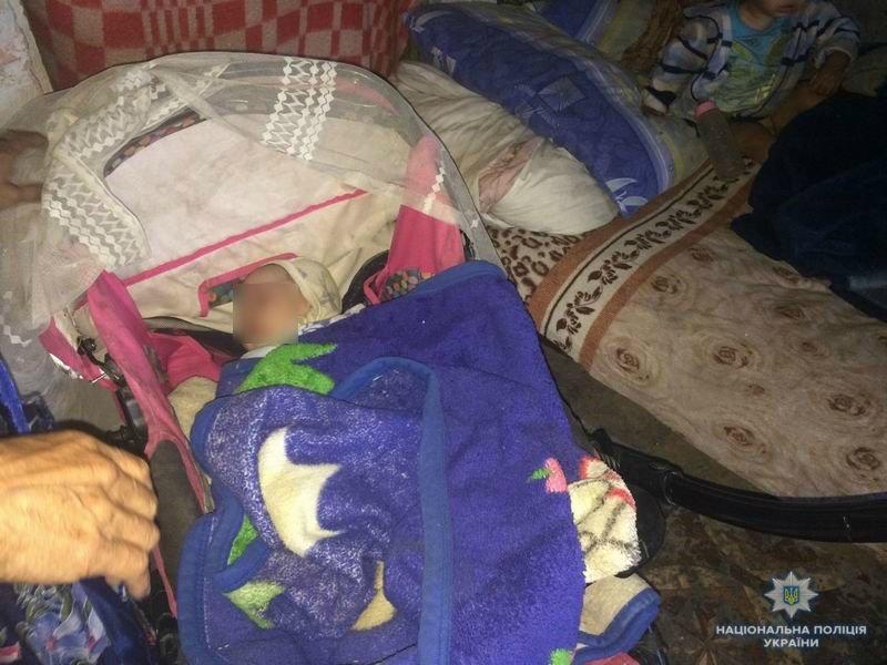 Голодные и в ужасных условиях: в Краматорске мать бросила двоих детей , фото-1