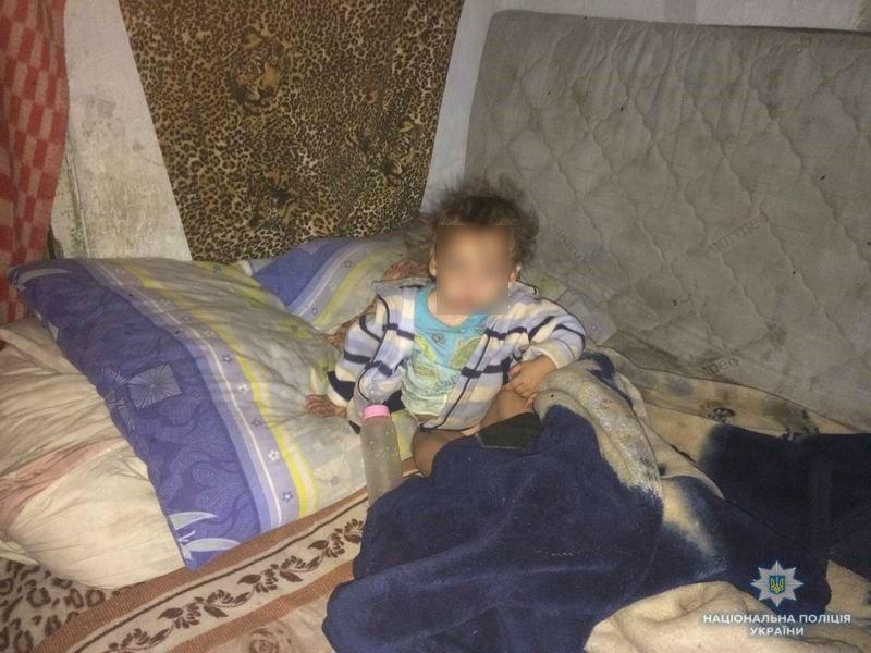 Голодные и в ужасных условиях: в Краматорске мать бросила двоих детей , фото-2
