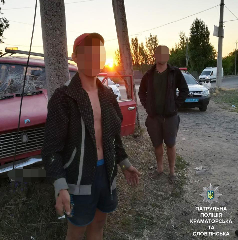 Наехал на опору ЛЭП, пытаясь уйти от патрульных: в Краматорске остановлен очередной нетрезвый водитель, фото-2
