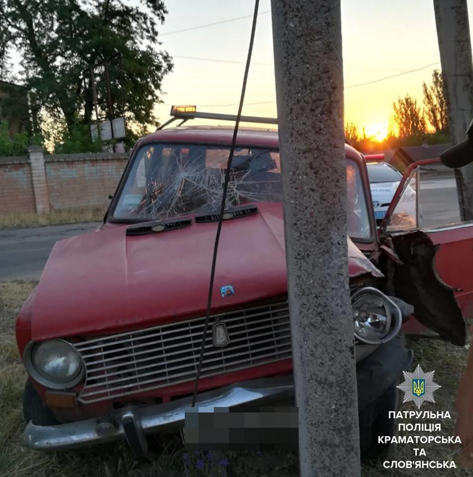 Наехал на опору ЛЭП, пытаясь уйти от патрульных: в Краматорске остановлен очередной нетрезвый водитель, фото-1