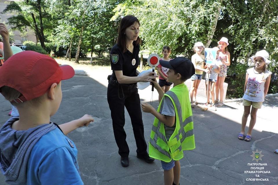 Патрульные Краматорска и Славянска обучают детей Правилам дорожного движения, фото-2