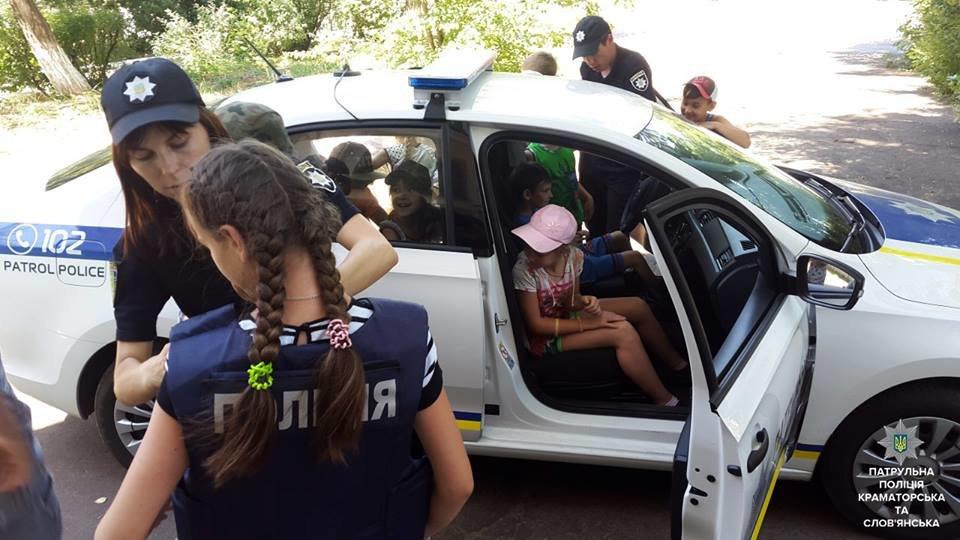 Патрульные Краматорска и Славянска обучают детей Правилам дорожного движения, фото-1