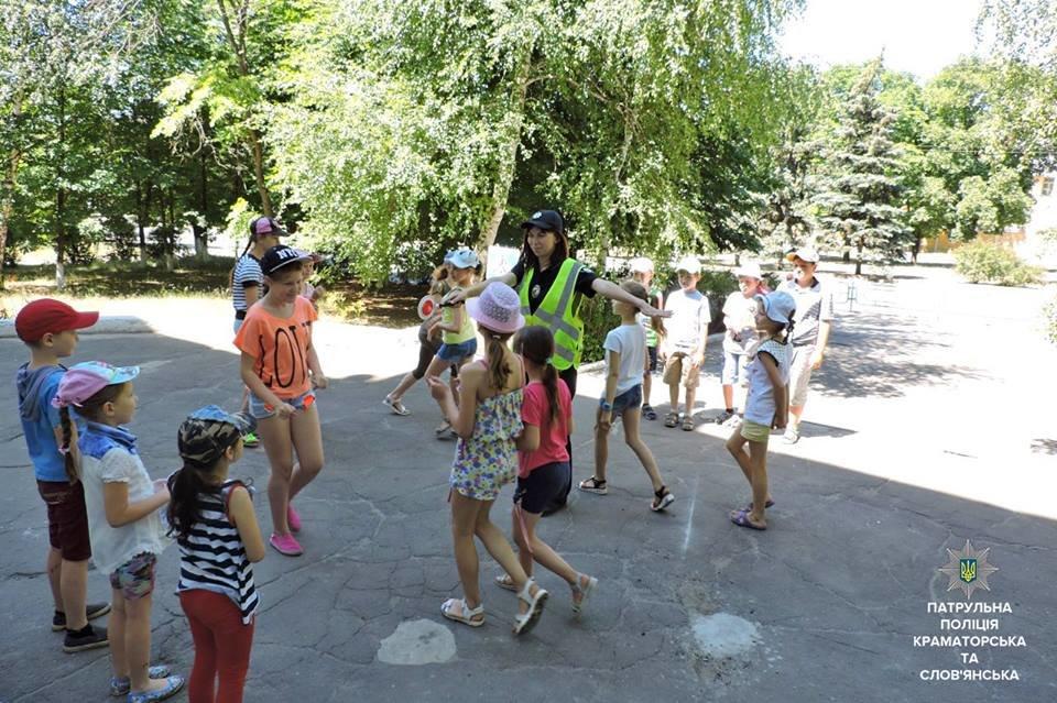 Патрульные Краматорска и Славянска обучают детей Правилам дорожного движения, фото-3