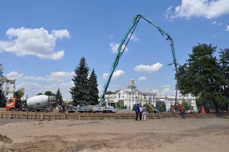 Реконструкция центральной площади Краматорска происходит по графику, фото-1