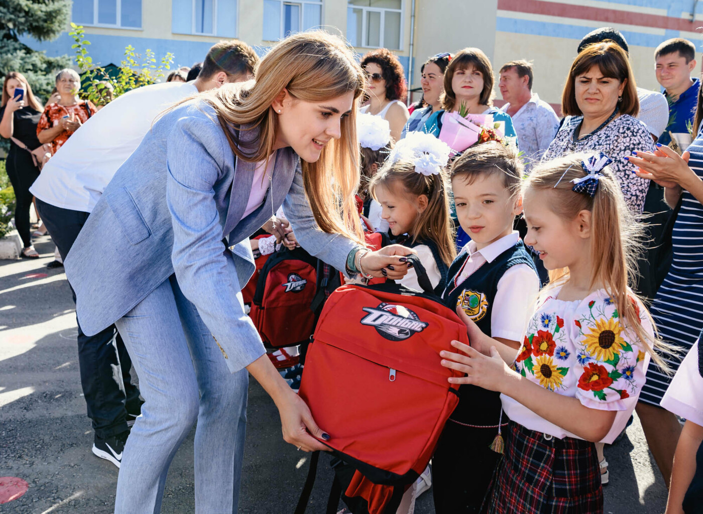 Как прошел День знаний на Донбассе: торжественные линейки и подарки от звезд хоккея, фото-3