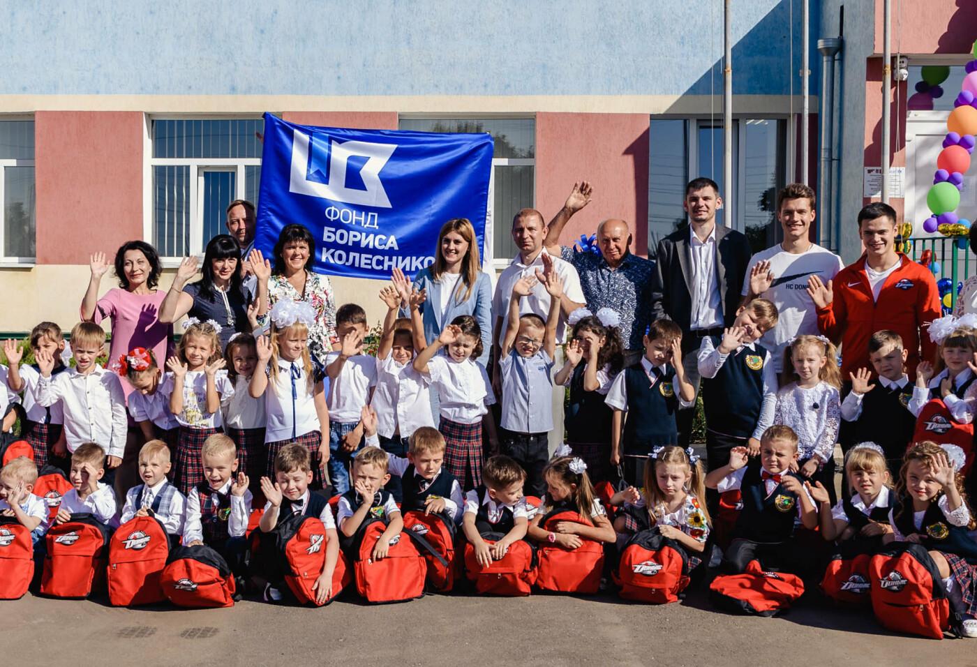 Как прошел День знаний на Донбассе: торжественные линейки и подарки от звезд хоккея, фото-8