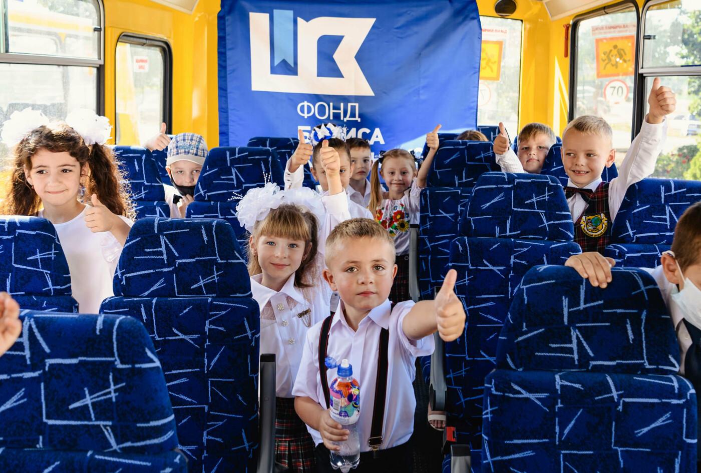 Как прошел День знаний на Донбассе: торжественные линейки и подарки от звезд хоккея, фото-11